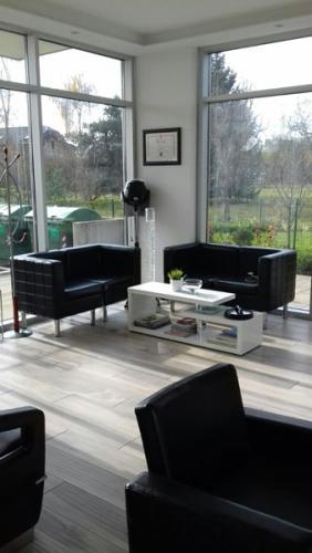 frizerska oprema namjestaj stolice glavoper frizerski salon unique  (2)