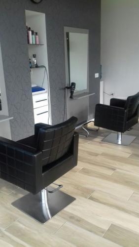 frizerska oprema namjestaj stolice glavoper frizerski salon unique  (4)