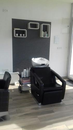 frizerska oprema namjestaj stolice glavoper frizerski salon unique  (5)