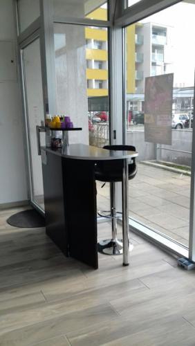 frizerska oprema namjestaj stolice glavoper frizerski salon unique  (7)