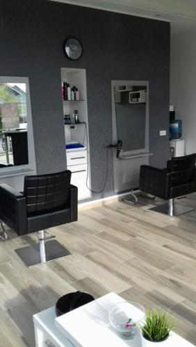 frizerska oprema namjestaj stolice glavoper frizerski salon unique  (8)