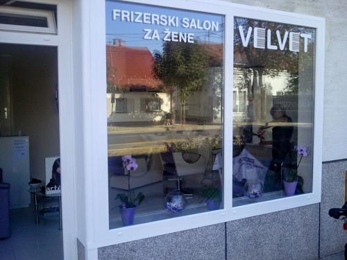 frizerska oprema namjestaj stolice glavoper frizerski salon velvet  (1)