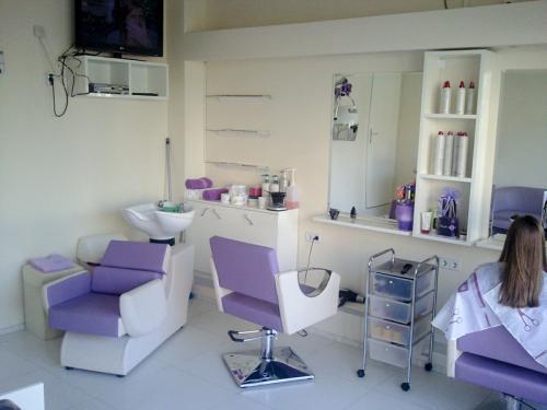 frizerska oprema namjestaj stolice glavoper frizerski salon velvet  (2)